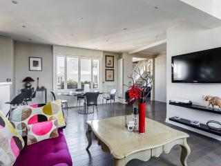 Duplex with rooftop view of the Eiffel Tower - Yvelines vacation rentals