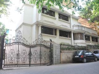 Large Villa in Juhu, Bombay, ideal for big familie - Mumbai (Bombay) vacation rentals