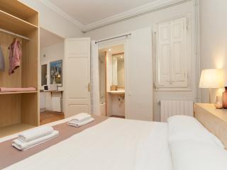 3 Bedrooms Apartment - Sagrada Familia B - Barcelona vacation rentals
