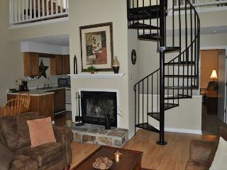 Three Bedroom Townhouse in Downtown Gatlinburg (Unit 503) - Gatlinburg vacation rentals