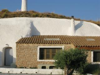2 bedroom Cave house with Internet Access in Baza - Baza vacation rentals