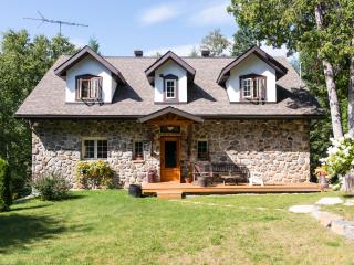 Stone cottage by the river - Morin Heights vacation rentals