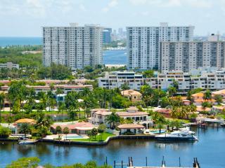 Panoramic Veiw /Pool/beach/sleeps 6/wifi/parking. - Sunny Isles Beach vacation rentals