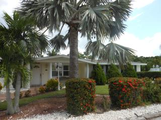 Charming Beach House in Longboat Key/ pool/pet/dock - Longboat Key vacation rentals