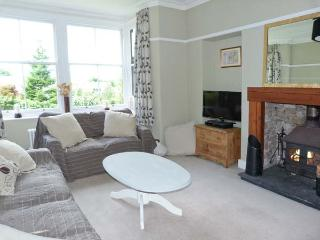 THORNFIELD, detached, open fire and woodburning stove, WiFi, garden with furniture, near Arnside, Ref 915819 - Arnside vacation rentals