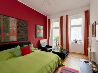 647 | Bright & colorful studio apartment with balcony - Berlin vacation rentals