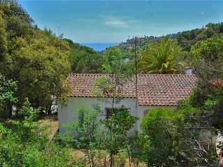 A small holiday villa by the sea near Tossa de Mar - Tossa de Mar vacation rentals