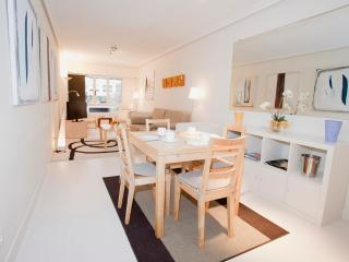 Affordable modern refurbished close 2 stadium WIFI - Guipuzcoa Province vacation rentals
