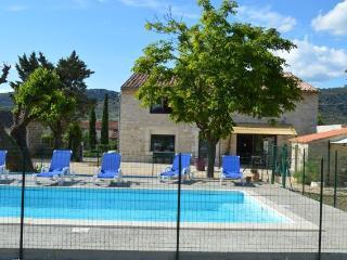 le gite de LéoLi (10 personnes) piscine et jardin - Vallon-Pont-d'Arc vacation rentals