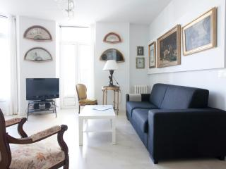 Stylish with sea views central near the beach WIFI - Basque vacation rentals