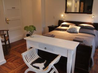 2 bedroom Bed and Breakfast with Internet Access in Arnhem - Arnhem vacation rentals