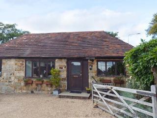 WISTERIA COTTAGE, ground floor cottage with en-suite bedroom, WiFi, pet-friendly in Crowborough, Ref. 916467 - Crowborough vacation rentals