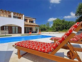 4 bedroom Villa in Baderna, Istria, Baderna, Croatia : ref 2373916 - Baderna vacation rentals