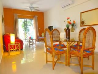 """WAIT n SEA""  - your 2 BR getaway at COCO BEACH - Playa del Carmen vacation rentals"