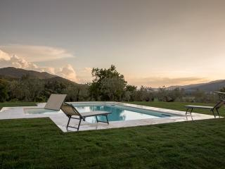 Gaggioleto, magnificent panoramic villa among the singular hills of Cortona. - Castiglion Fiorentino vacation rentals