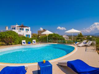 Villa Ble, a  spacious 4 bedroom  villa in Stavros - Chania vacation rentals