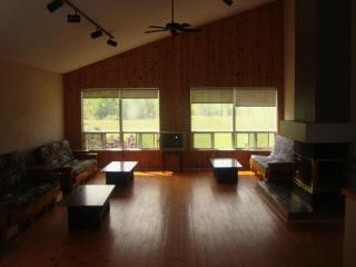 7 Bed Blue Mountain Chalet with Hot tub and Sauna - Blue Mountains vacation rentals
