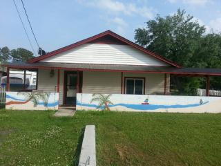 Convenient 2 bedroom House in Holly Ridge - Holly Ridge vacation rentals