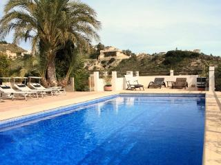 Family friendly house sleeps11+2 babies Airco Pool - Alicante vacation rentals