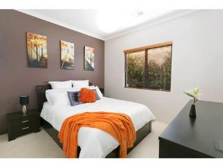 Beautiful 3 bedroom Mount Hawthorn House with Internet Access - Mount Hawthorn vacation rentals