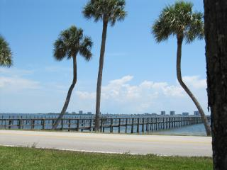 Indian River Landing - Just a few minutes to beautiful Hutchinson Island Beaches - Jensen Beach vacation rentals
