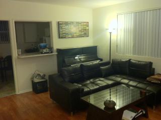 PRIME LOCATION IN HOLLYWOOD- SLEEPS 4 - Los Angeles vacation rentals