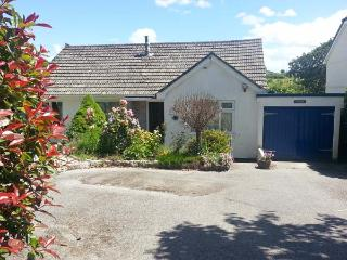 JOYLANDS, ground floor, WiFi, enclosed garden, close to beach, near Falmouth, Ref 914916 - Penryn vacation rentals