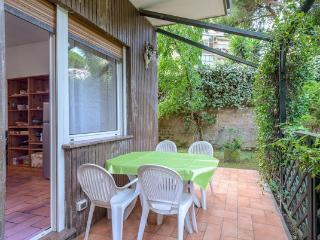 Garden house near Trastevere/center up to 8 pax - Rome vacation rentals