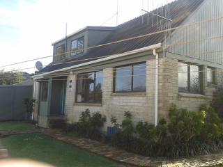 Large Kiwi Cottage near stunning NZ bush. - Waihi vacation rentals