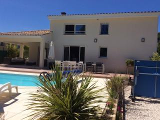 Villa contemporaine entre garrigues et mer - Vailhauques vacation rentals