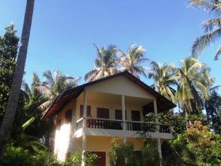 Sea View en-suite queen size bedrooms fan or A/C - Koh Phangan vacation rentals