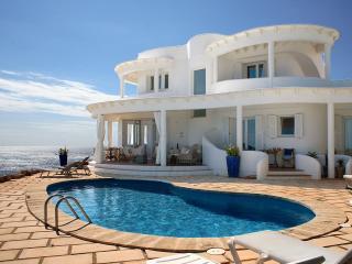 Perfect 4 bedroom Villa in Punta Prima Es with Internet Access - Punta Prima Es vacation rentals