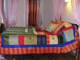 Luxurious bedroom, great getaway - Brooklyn vacation rentals