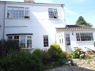 Grosvenor Cottage - 2 minute walk from the beach - Hornsea vacation rentals