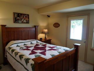 Lovely Condo with Internet Access and Satellite Or Cable TV - Anderson Island vacation rentals