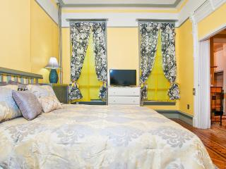 Debbie's Thompson Suite - Brooklyn vacation rentals