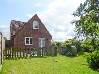 DAMSON LEA, pet friendly, country holiday cottage, with a garden in Worstead, Ref 2301 - Sheringham vacation rentals