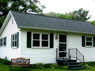 Bay Breeze Cottage - 4 Season Fully Outfitted Vaca - Green Bay vacation rentals