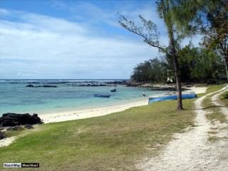VILLA IN PALMAR ON THE BEACH - Belle Mare vacation rentals