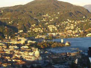 Trilocale panoramico a 5 min. dal centro di Como - Como vacation rentals