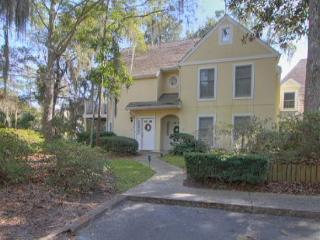 2BR/2BA Villa Pleasantly Decorated Minutes from Beach, Golf, and Tennis - South Carolina Island Area vacation rentals