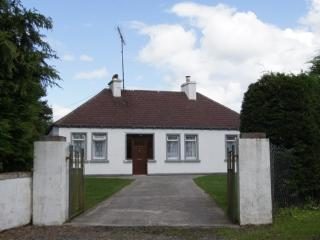 Beautiful 3 bedroom Bungalow in Ballyhaunis - Ballyhaunis vacation rentals
