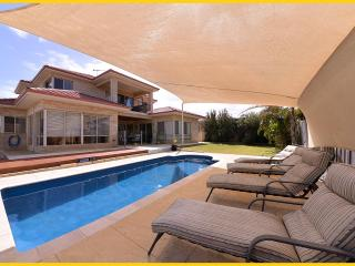 Oceanside Villa. 5 Star Executive beachside villa. - Perth vacation rentals