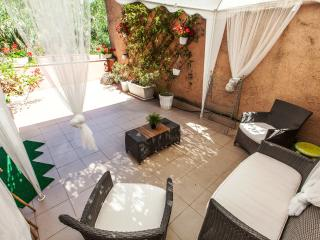 Radio Trastevere Red Terrace, Free WiFi, Quiet - Rome vacation rentals