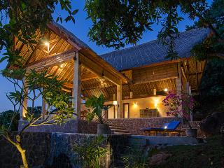 SANGLUNG Villa, North Bali  Private Pool. - Kubutambahan vacation rentals