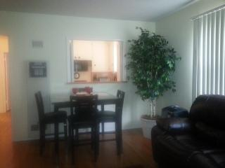 close to beach and 2nd st.in long beach w/garage! - Long Beach vacation rentals