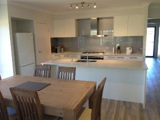 3 bedroom House with Internet Access in Batemans Bay - Batemans Bay vacation rentals