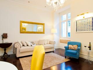 Baixa Deluxe I Apartment by RE - Alvorge vacation rentals