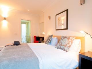 Baixa Deluxe II Apartment by RE - Alvorge vacation rentals