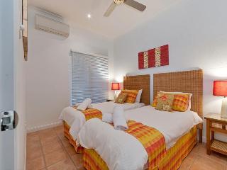 Luz Mar - Short stroll to beach & town centre - Port Douglas vacation rentals